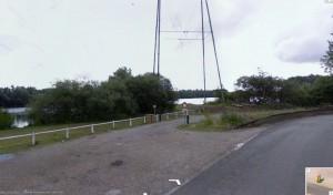 Empruntez le chemin après la barrière (photo Google Street View)